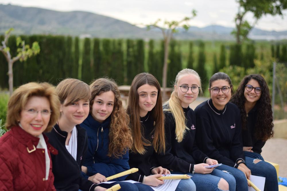 Torrealedua-alumnas-secundaria