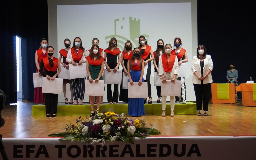 Les alumnes d'ESO i FPB celebren la seua graduació